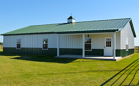 custom barn building features